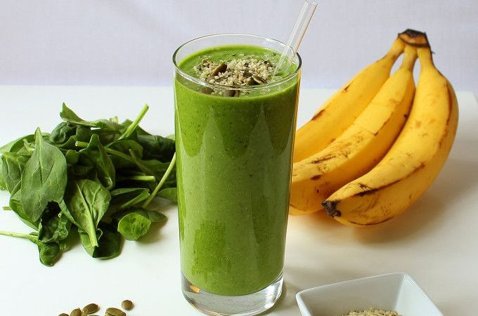 image of a green smoothie and the ingredients that were used